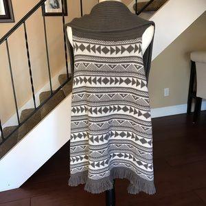 Look Jackets & Coats - Gray & White Knit Boho Tribal Fringe Vest Large